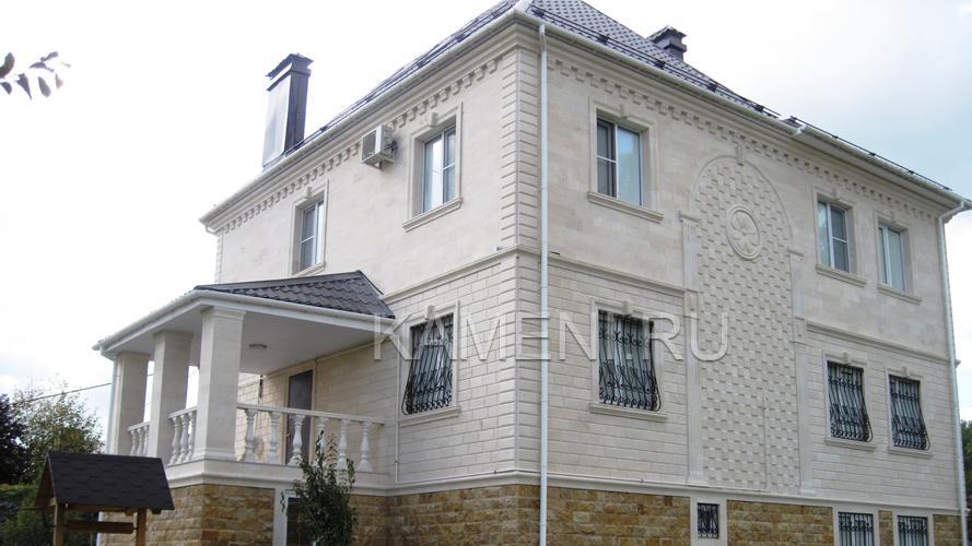 Облицовка фасада дагестанским камнем