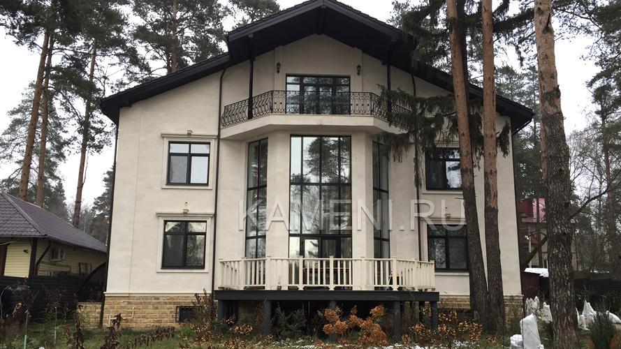 Отделка фасада натуральным камнем (0156)