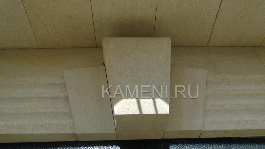 Облицовка дома камнем песчаником — фасад 0781