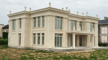 Фасады из натурального камня песчаник (0441)