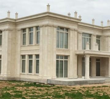 Дом из 2х видов песчаника (Новая Рига)