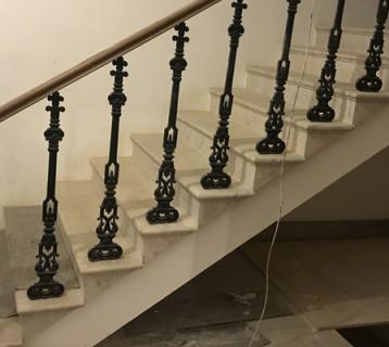 Лестница после монтажа (искусств.свет - темно в помещении)