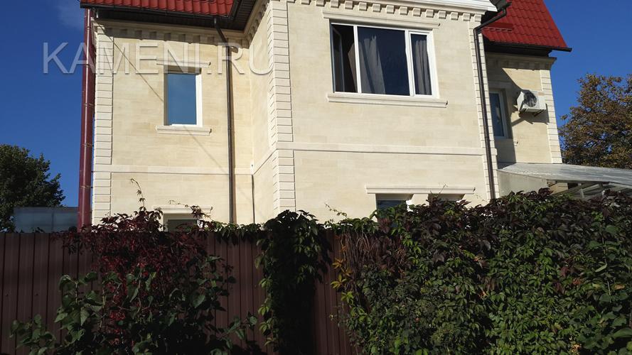 Отделка фасада дома природным камнем — 0165