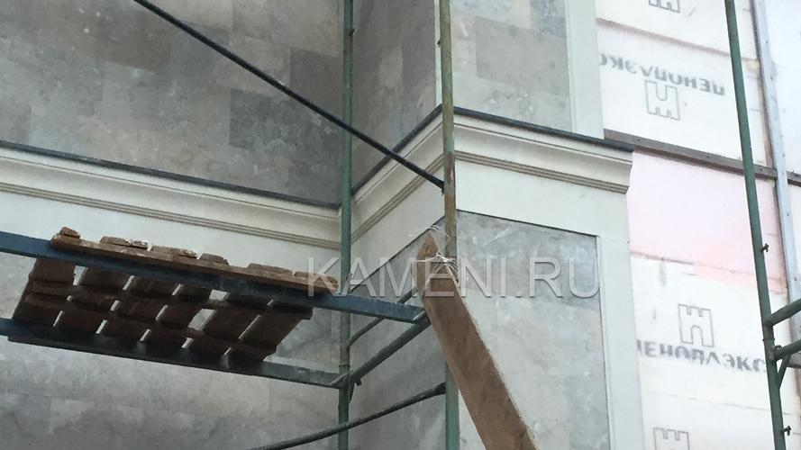 Мраморизиров. известняк в облицовке (0510)